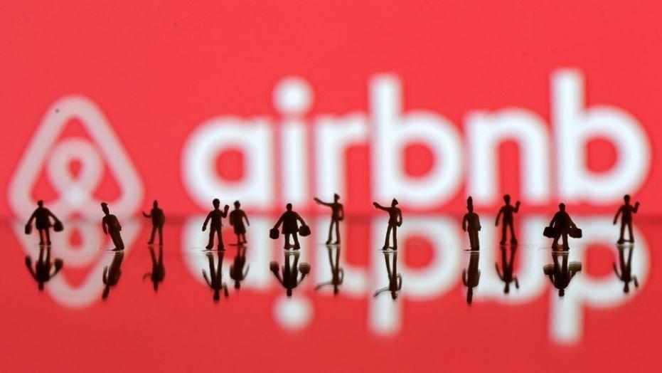 AIRBNB HOSTS MURDER HOUSEGUEST  - Magazine cover