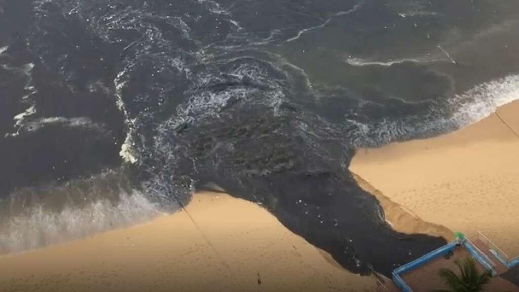 Mexico beach resort gets flood of 'stinky' black water
