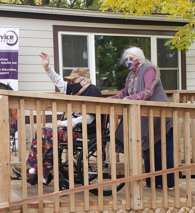 Minnesota community comes together to build a disabled Navy vet a ramp