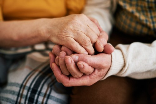 Ohio couple dies of natural causes within hours of each other, 'literally held hands' until the end