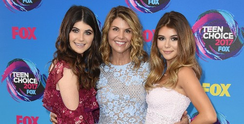Lori Loughlin's daughters' USC status on hold amid college admissions scandal investigation