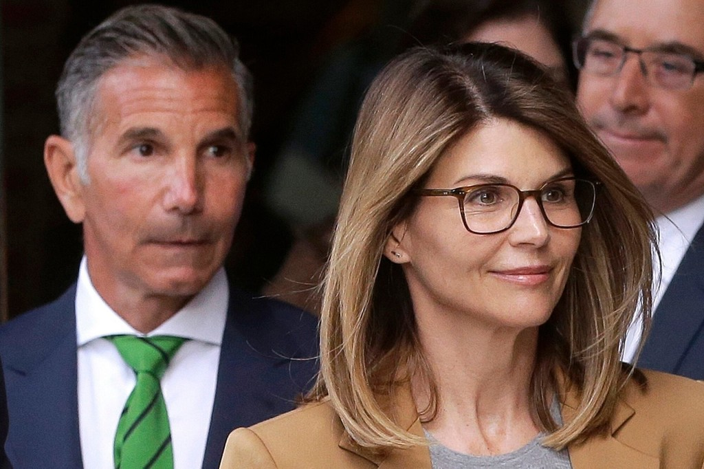 Lori Loughlin, Mossimo Giannulli selling LA mansion $10M under asking price while awaiting sentencing: reports
