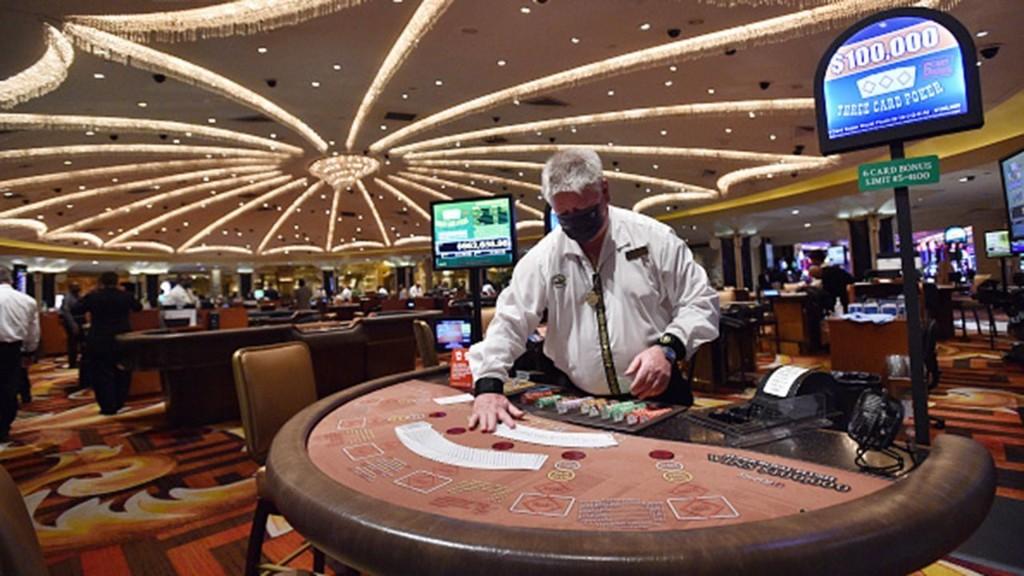 Las Vegas casinos dealt new threat amid coronavirus resurgence