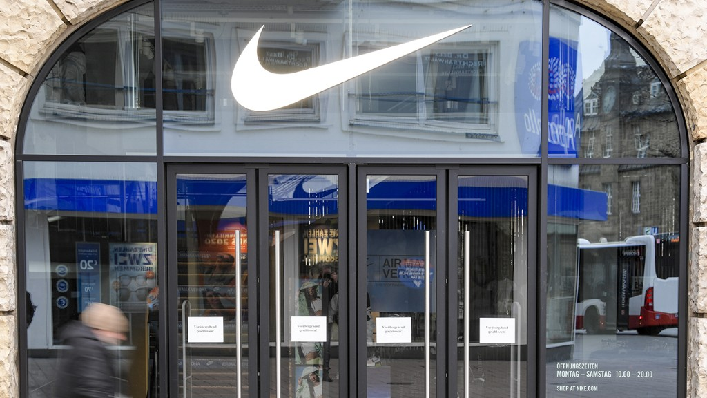 Nike to cut 700 jobs at its Oregon headquarters by 2021