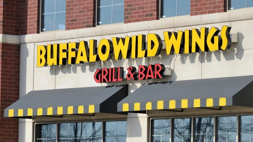 Buffalo Wild Wings offers free food to GrubHub customers who felt misled by Applebee's 'virtual restaurant'