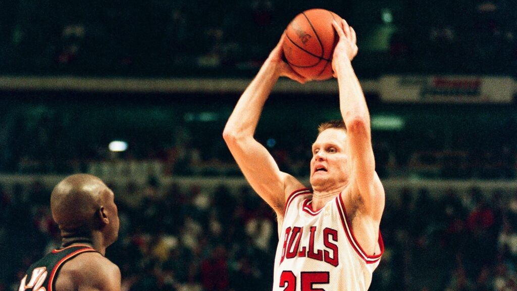 Warriors' Steve Kerr credits successful NBA career to Michael Jordan: 'I owe him everything'