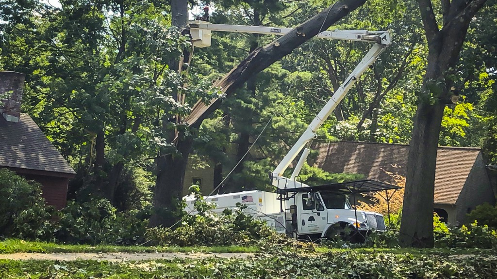 Connecticut power outages after Isaias spur calls by lawmakers for Eversource CEO to resign