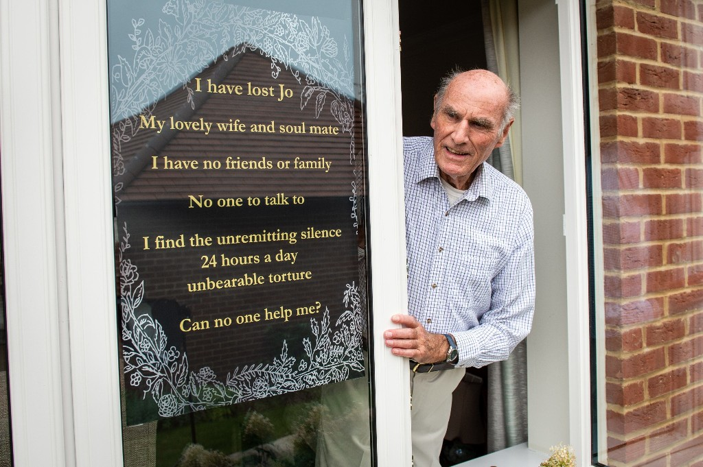 Lonely widower posts sign in window seeking friendship amid pandemic