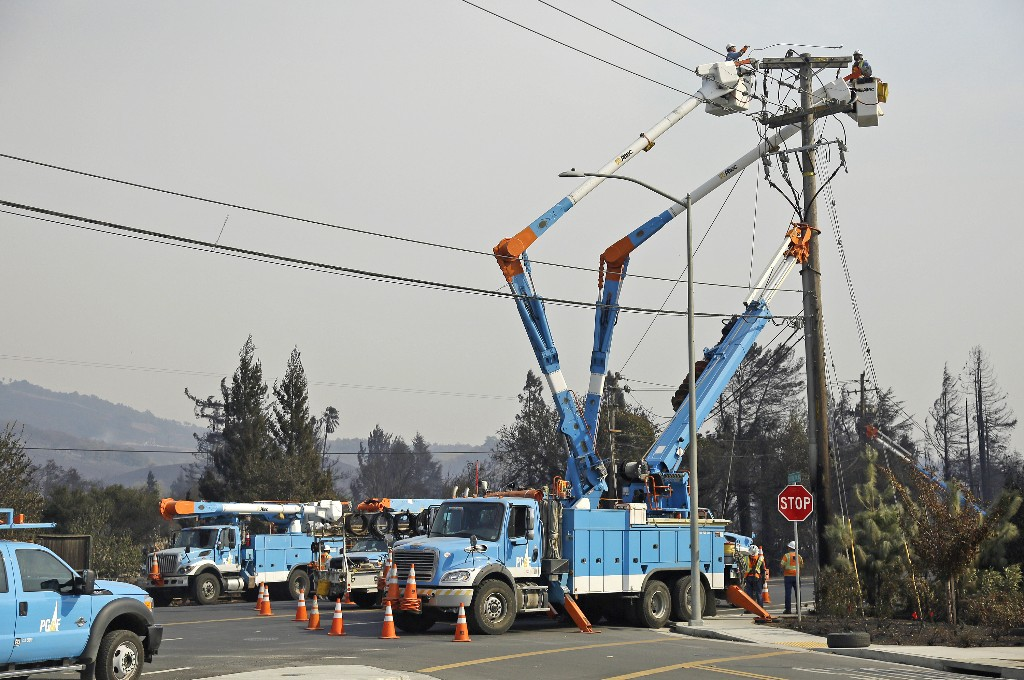 California wildfire threat spurs utility PG&E to cut power to 89,000 customers