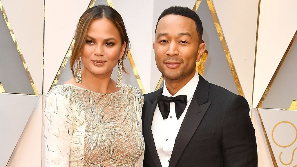 Chrissy Teigen announces pregnancy loss after brief hospitalization