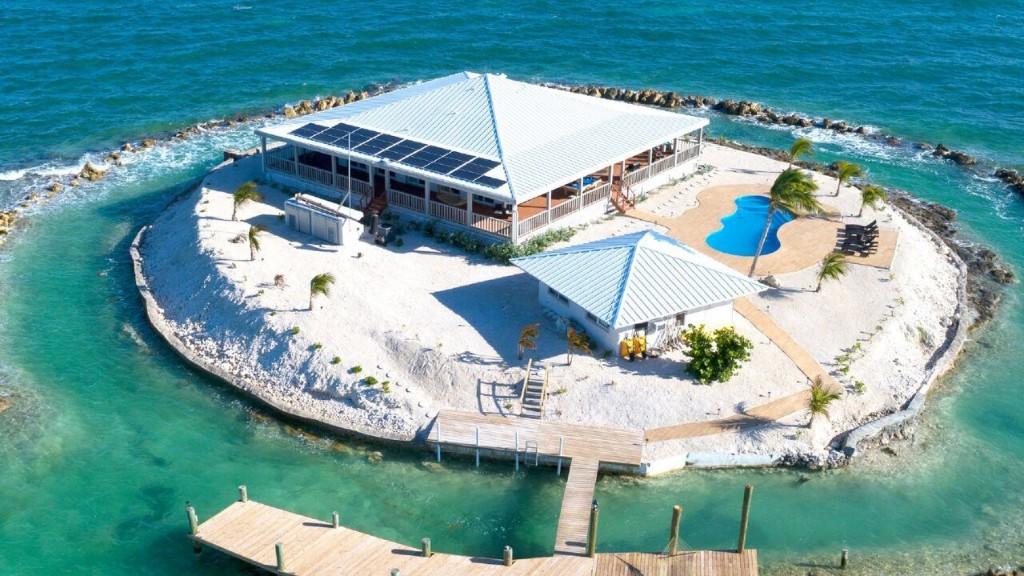 Hotels.com discounts private island for 'Friendsgiving'