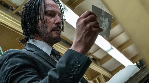 Keanu Reeves fan posts viral tweets about actor buying ice cream just to sign autograph