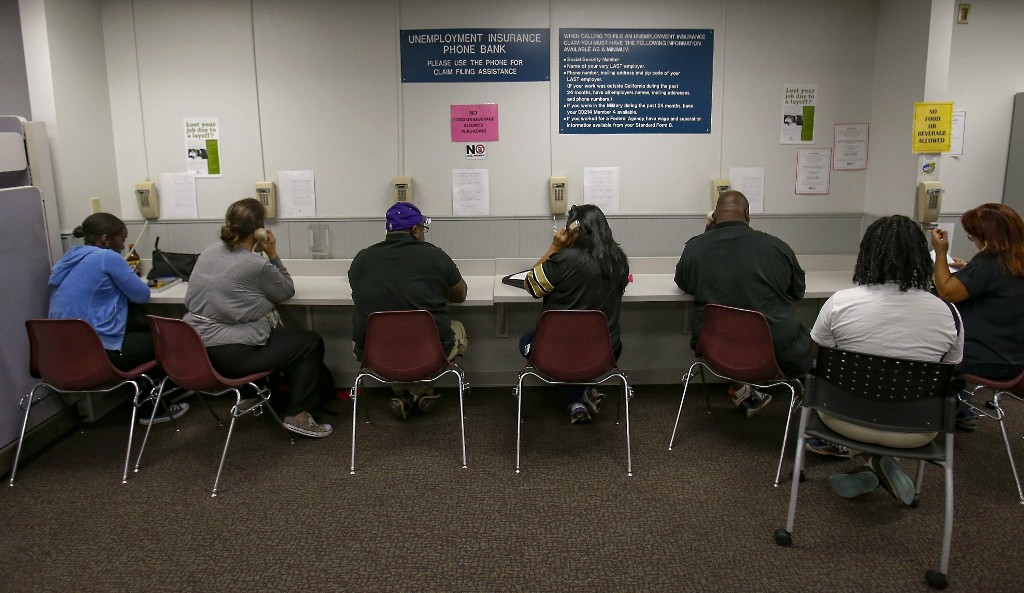 885,000 Americans filed for unemployment benefits last week
