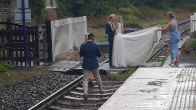 Railway operator blasts bride, groom seen taking wedding pics on railroad tracks: 'Plain stupidity'