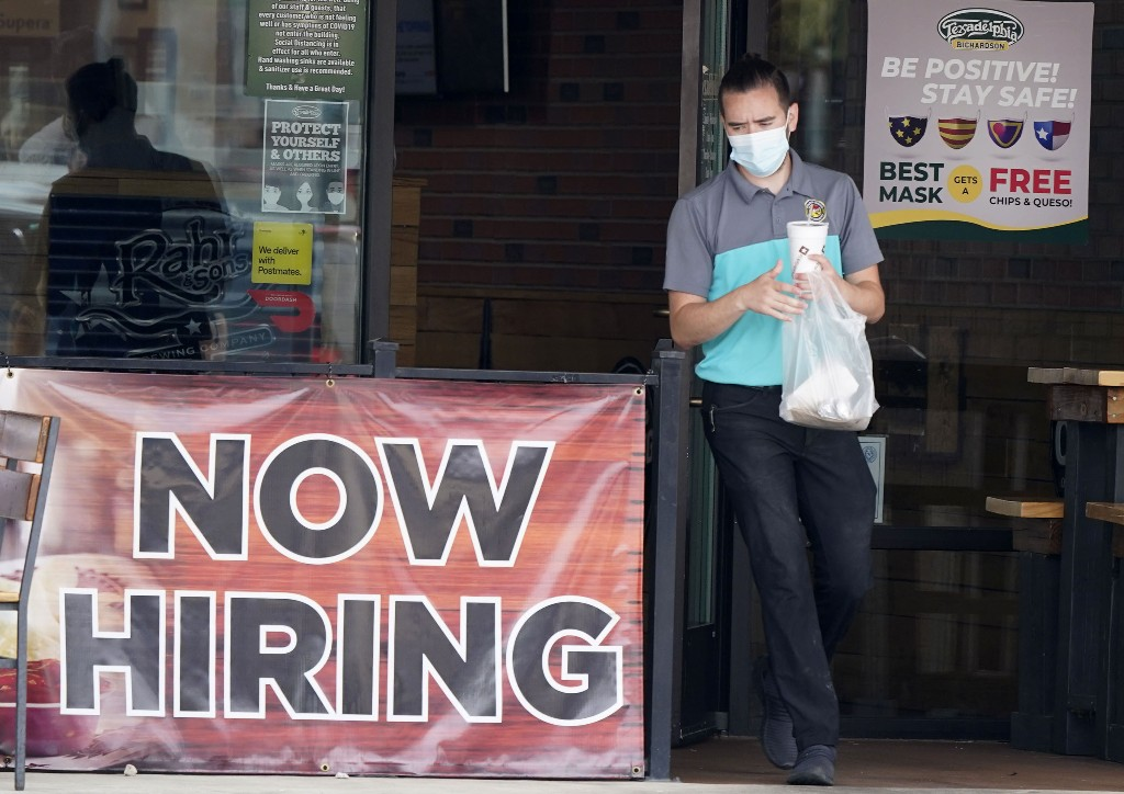 US private employers add 749,000 jobs in September