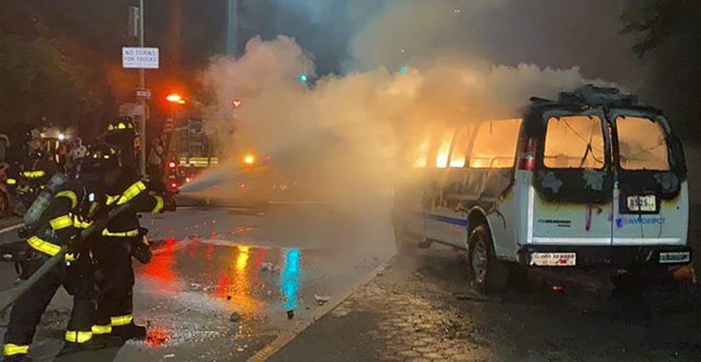 NY woman faces attempted murder charges for throwing molotov cocktail at NYPD van during riots: reports