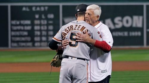 Carl Yastrzemski throws out first pitch to Giants outfielder grandson Mike Yastrzemski
