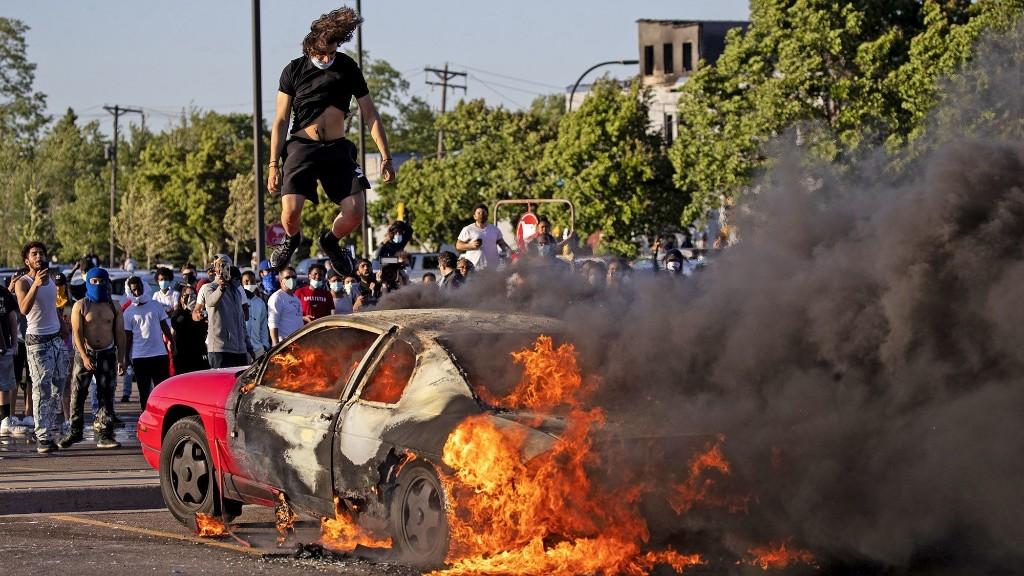 FBI seeking tips on George Floyd protests' 'violent agitators'