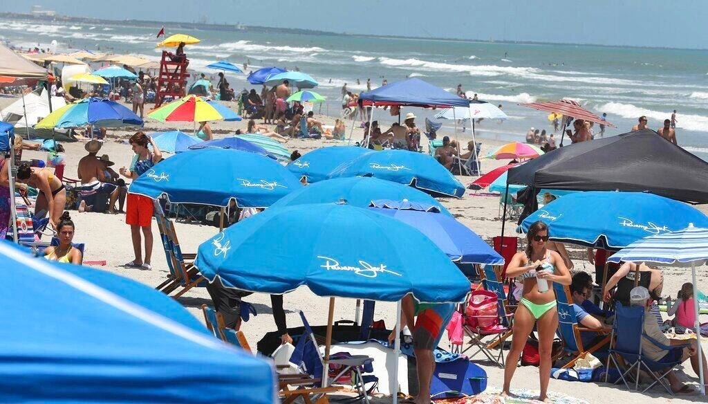 Memorial Day travelers hit tourists spots across US, but not always social-distancing