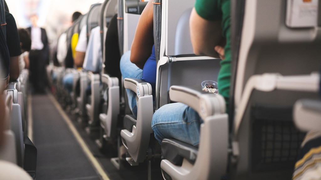 Airline passengers willing to pay more for flights with empty middle seats: report