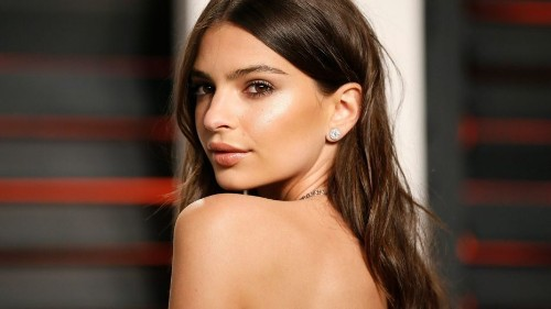 Emily Ratajkowski poses naked in protest of Alabama's abortion bill passing