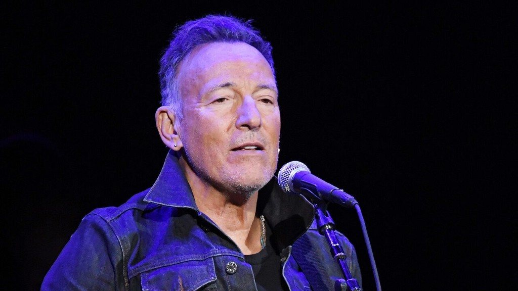 Bruce Springsteen says he'll be 'on the next plane' to Australia if Trump wins reelection