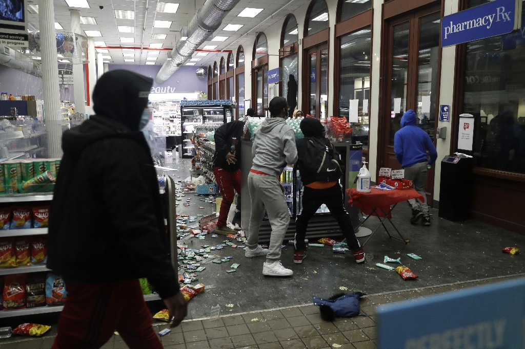 Rioting, looting leaves trail of destruction across US cities
