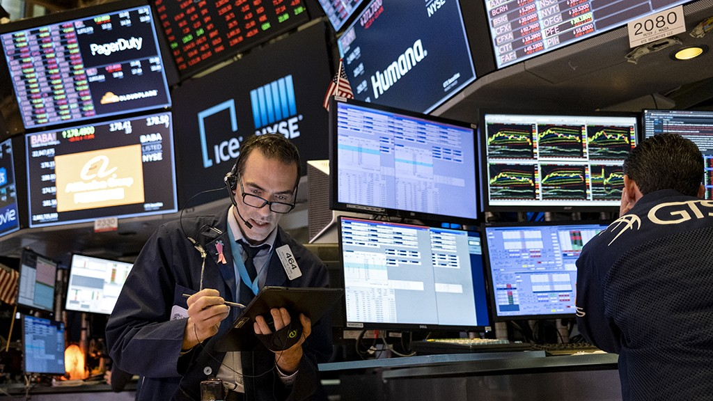 Dow futures surge 1,500 points on Pfizer's COVID-19 vaccine news