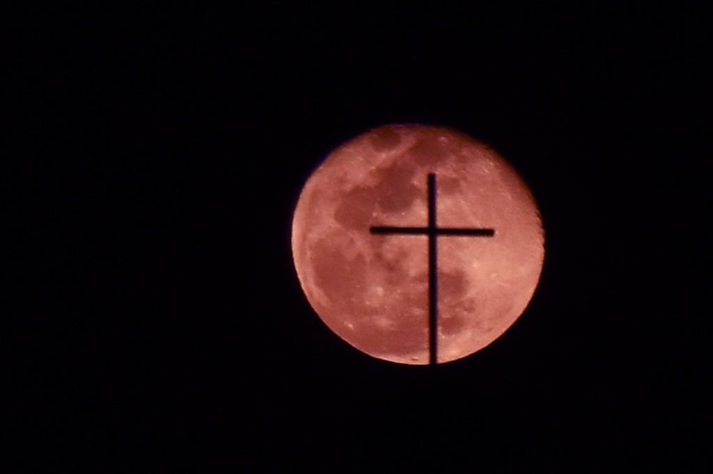 Get set for super pink moon