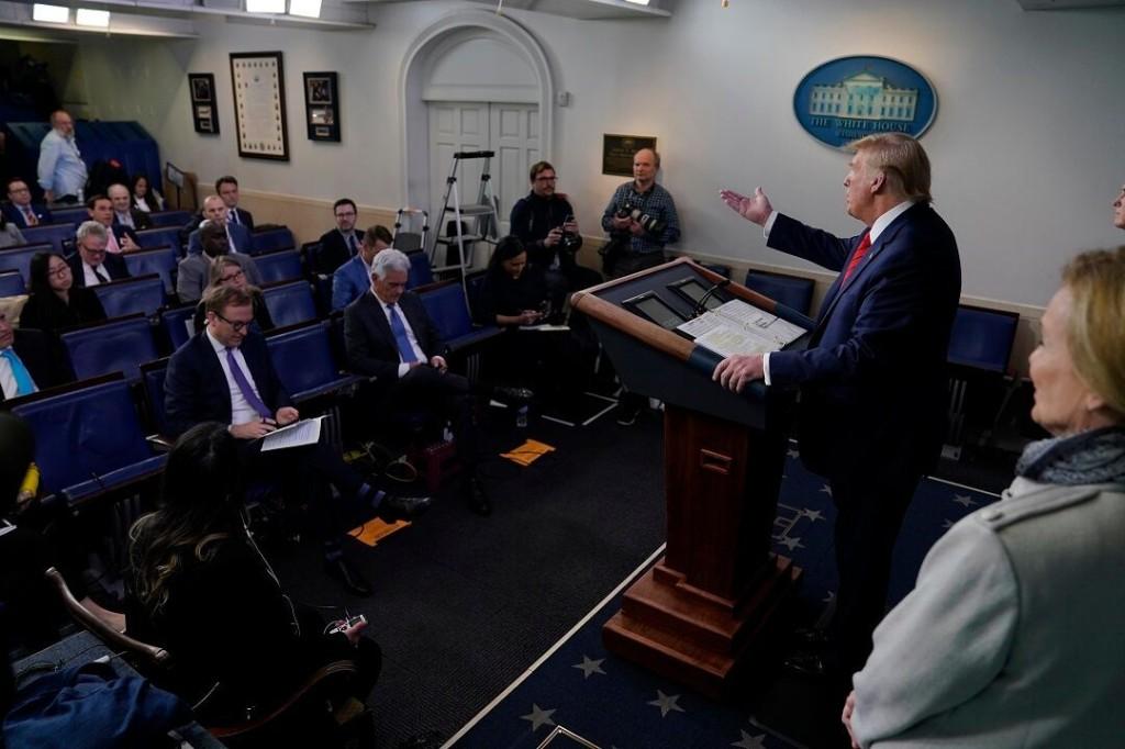 'Chinese' written over 'coronavirus' in Trump notes, photo shows