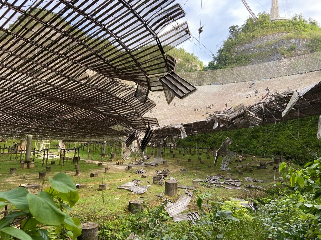 Giant Arecibo telescope in Puerto Rico damaged by broken cable