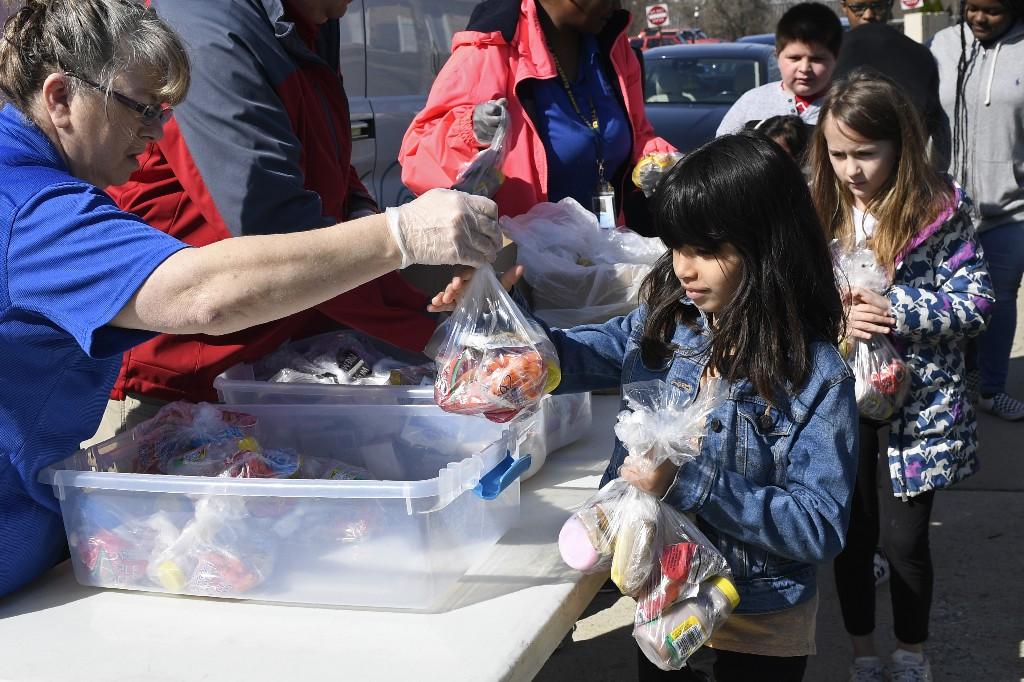 #coronaviruskindness: Moments of community kindness, love warm up pandemic fears