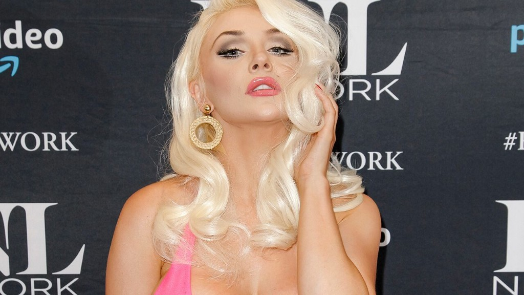 Courtney Stodden posts underwear pic, talks 'living in hell' to achieve perfection online