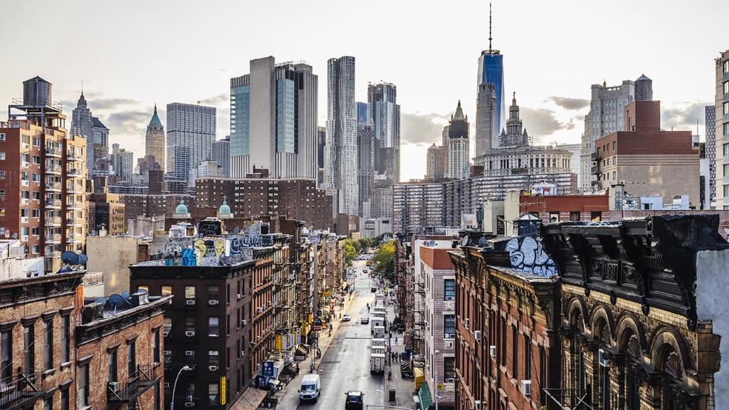 Manhattan rents plunge as coronavirus drives vacancies to record