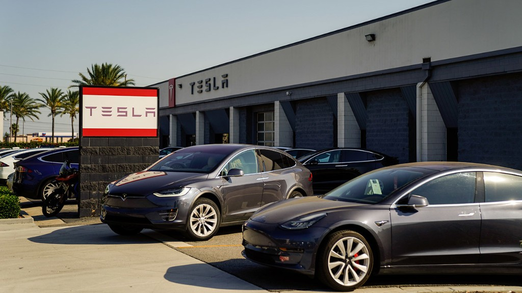Tesla offering free supercharging to Model 3 and Y buyers in year-end sales push