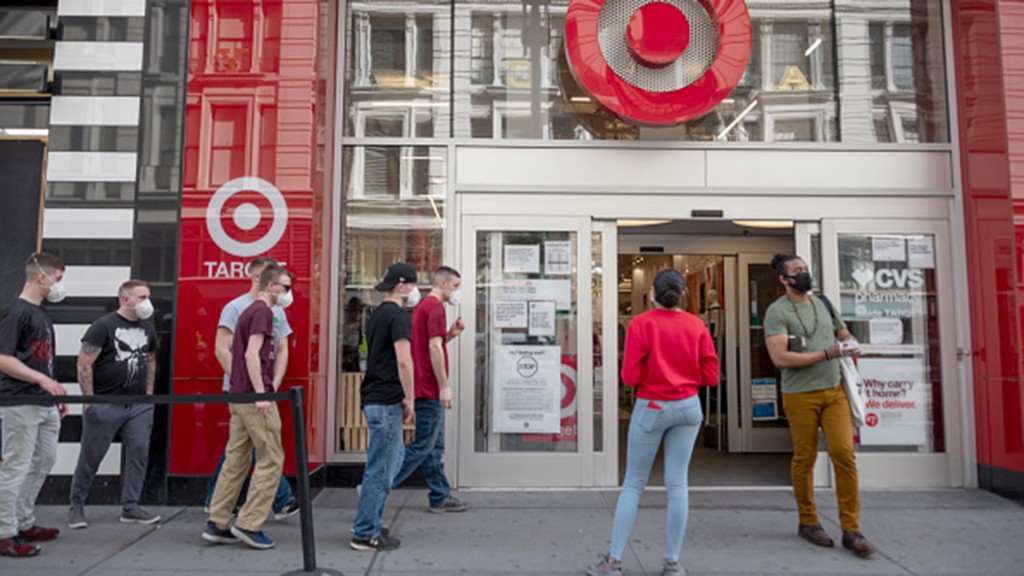 Holiday Shopping Changes, Recall & More — Monday's Financial Rundown: Aug. 3 - cover