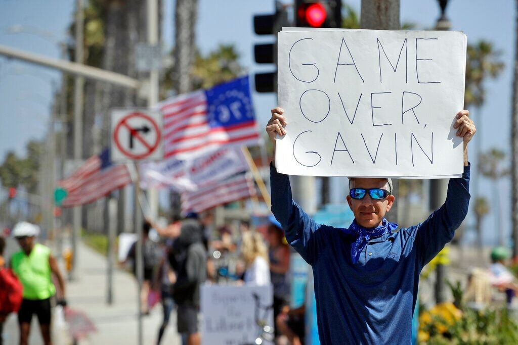 Huntington Beach protest targets California's coronavirus curfew