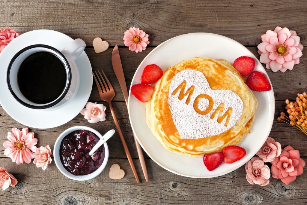 5 national restaurant chains delivering Mother's Day meals