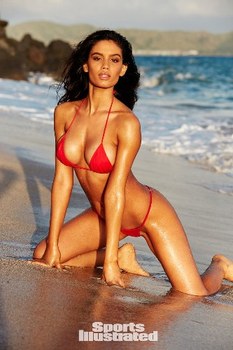 Sports Illustrated Swimsuit model Anne de Paula: My parents are proud of my photos