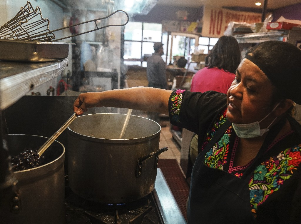 Bronx restaurant becomes soup kitchen to help community during pandemic