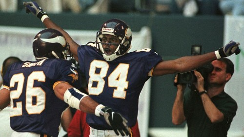 Vikings will retire Randy Moss No. 84, induct him into the teams Ring of Honor