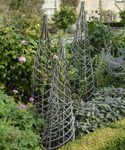 Garden Must-Have: Woven Willow Fences and Trellises