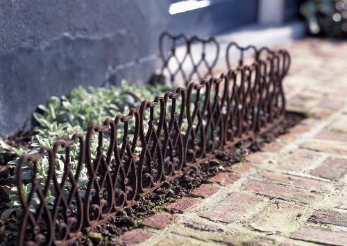Garden Design 101: Old-World Landscape Edging from Belgium