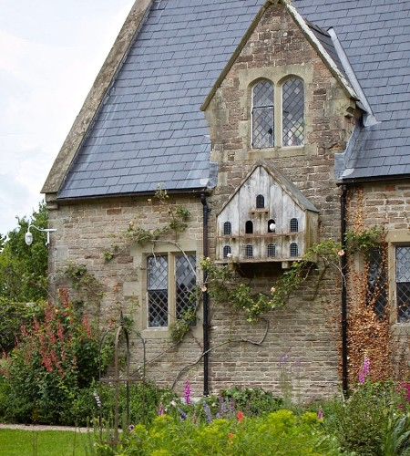 English Gardens: Everything You Need to Know About Dovecotes