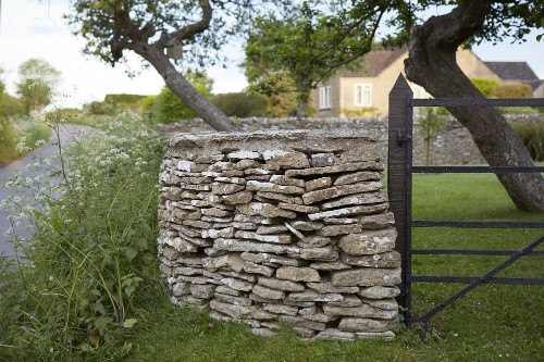 Hardscaping 101: Dry Stone Walls