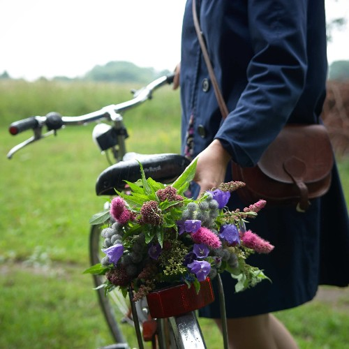 Wedding Flowers: 10 Foraging Ideas for Bouquets and Arrangements