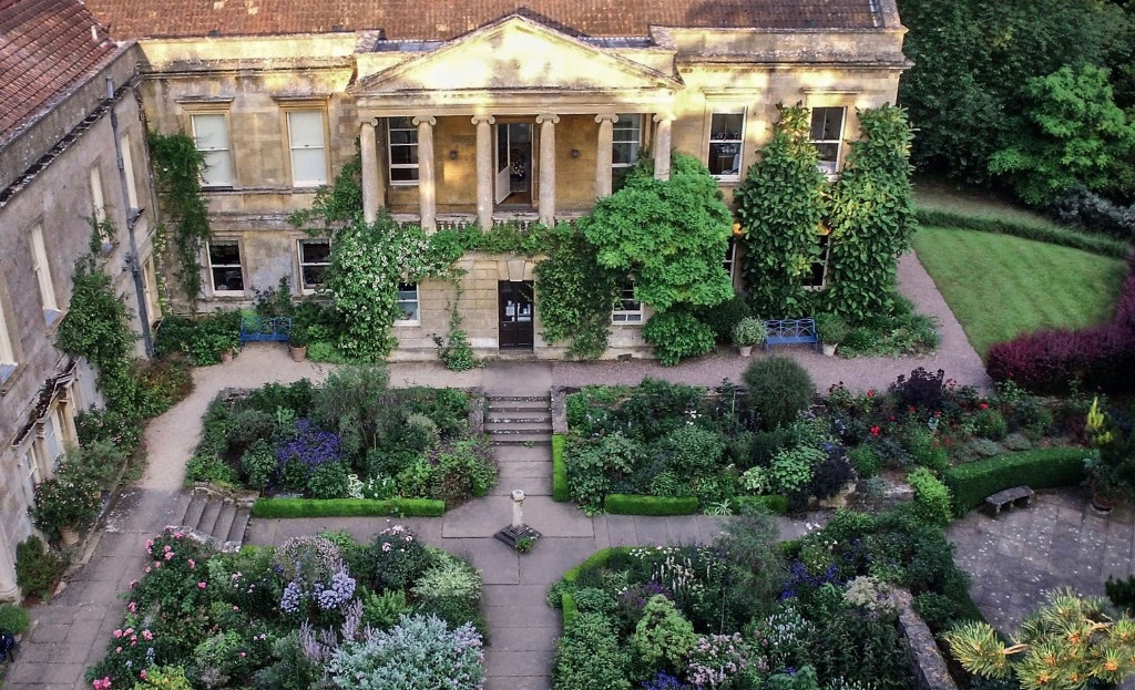 Required Reading: Three Generations of Women Gardeners in the Cotswolds - Gardenista