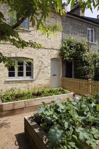 Garden Visit: The Little House at No. 24a Dorset Road