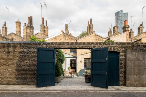 Lost in Time: A London Courtyard Garden on a Camera-Ready Historic Street