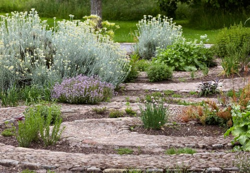 Ideas to Steal: 10 Ways English Gardens Borrow from France